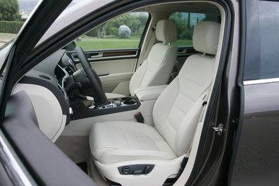 2011 Volkswagen Touareg TDI Interior