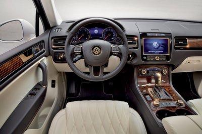 2011 Volkswagen Touareg Gold Edition Instrumentation
