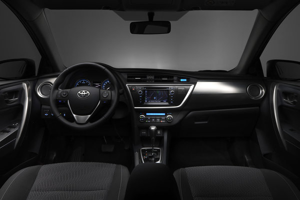 2013 Toyota Auris Interior