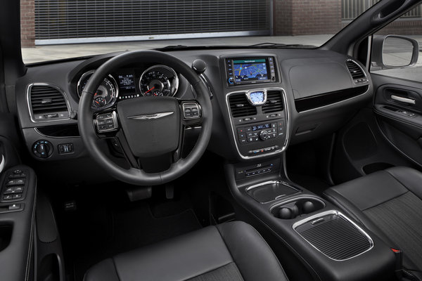 2013 Chrysler Town & Country S Instrumentation