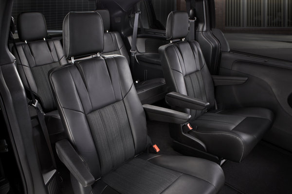 2013 Chrysler Town & Country S Interior