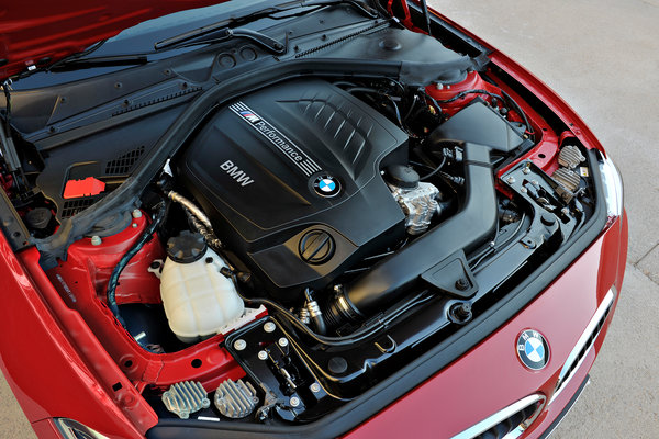 2014 BMW 2-Series Coupe Engine