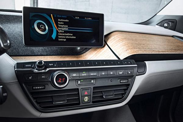 2014 BMW i3 Instrumentation
