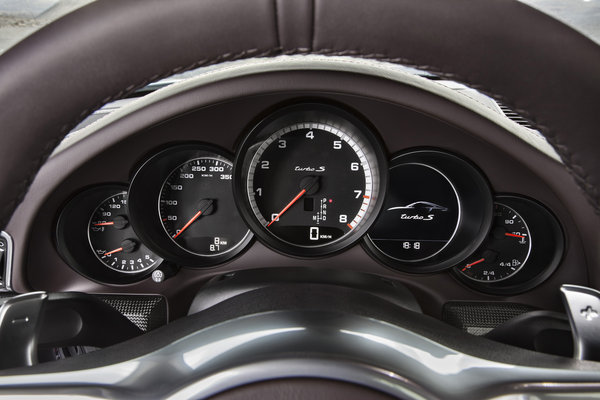 2014 Porsche 911 Turbo Instrumentation
