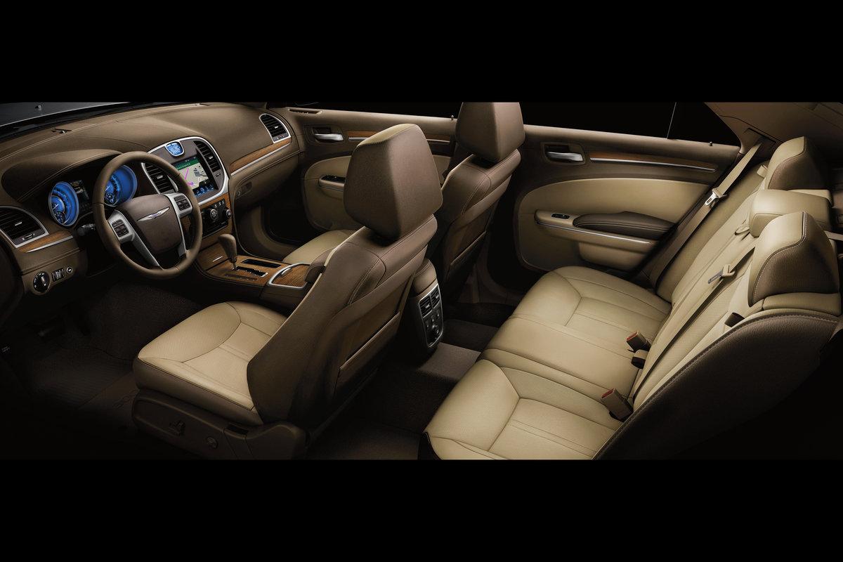 2013 Chrysler 300 Interior