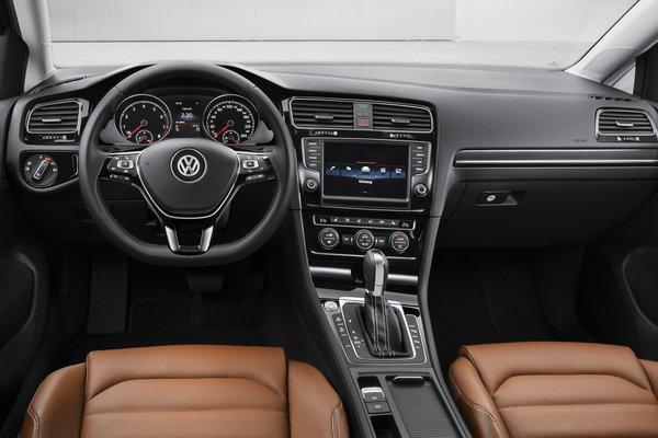 2013 Volkswagen Golf 5d Interior