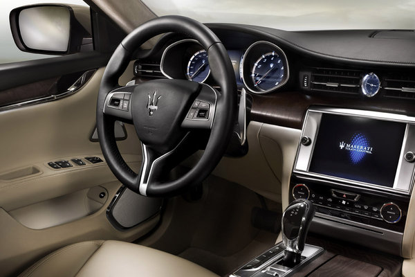 2014 Maserati Quattroporte Instrumentation