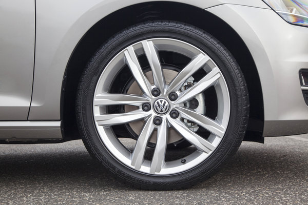2015 Volkswagen Golf 5d Wheel