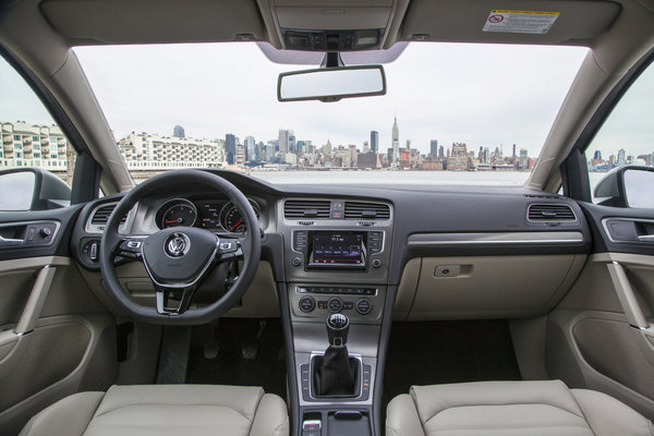 2015 Volkswagen Golf 5d Interior