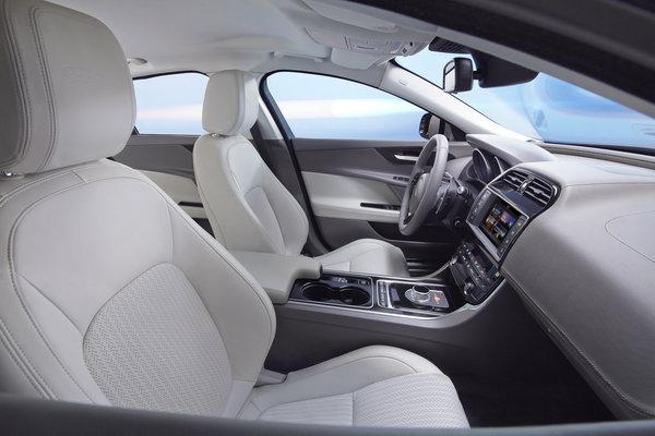 2016 Jaguar XE sedan Interior