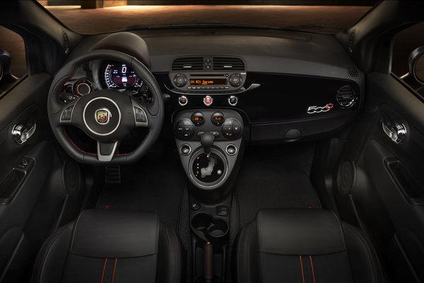 2015 Fiat 500 C Interior