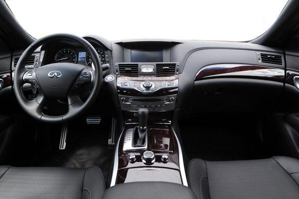 2015 Infiniti Q70 L Interior
