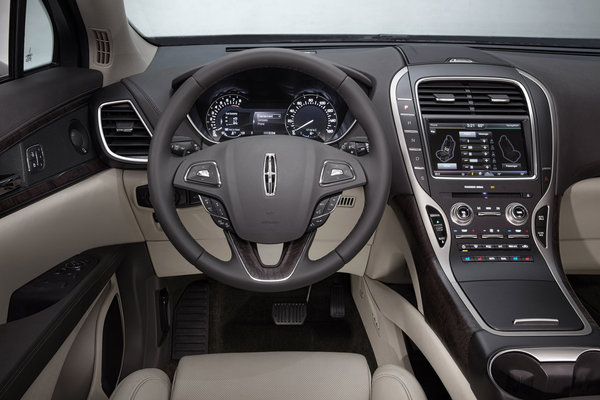 2016 Lincoln MKX Instrumentation