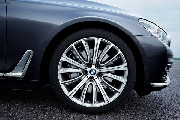2016 BMW 7-Series Wheel