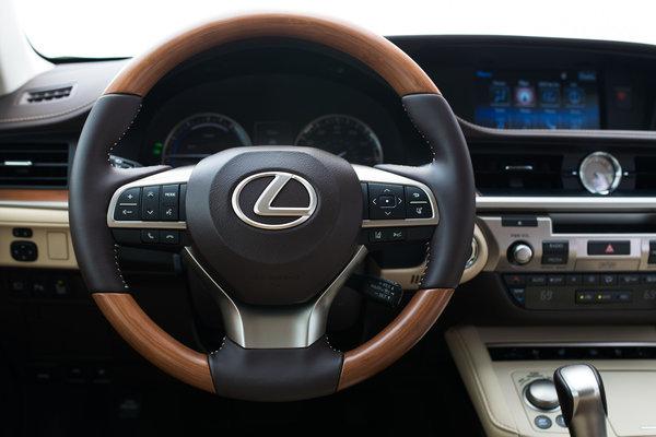 2016 Lexus ES Instrumentation