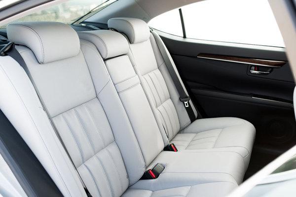 2016 Lexus ES Interior