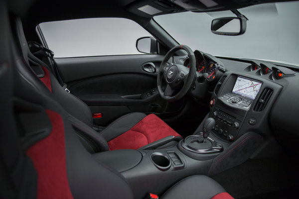 2016 Nissan 370Z Interior