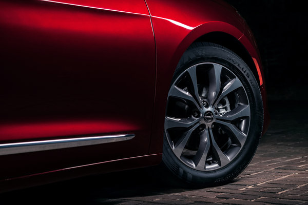 2017 Chrysler Pacifica Wheel