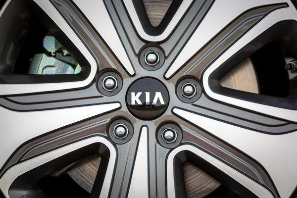 2017 Kia Optima Wheel