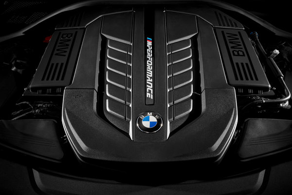 2017 BMW 7-Series Engine