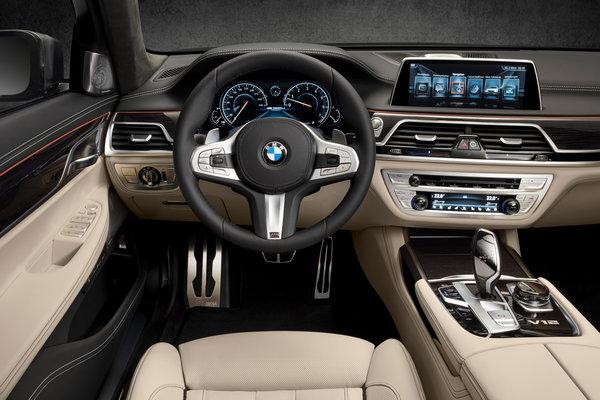 2017 BMW 7-Series Instrumentation