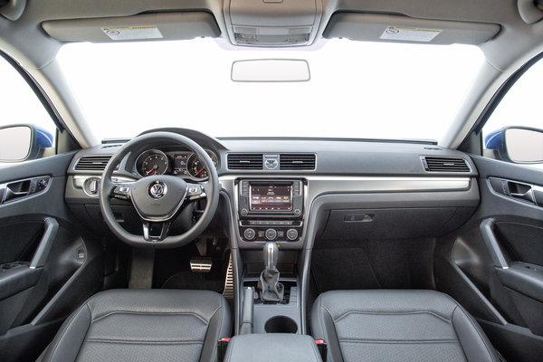 2017 Volkswagen Passat R-Line Interior