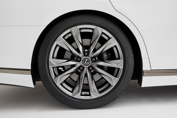 2018 Lexus LS 500 FSport Wheel