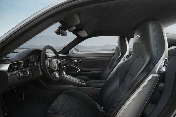 2018 Porsche 911 Carrera Coupe Interior