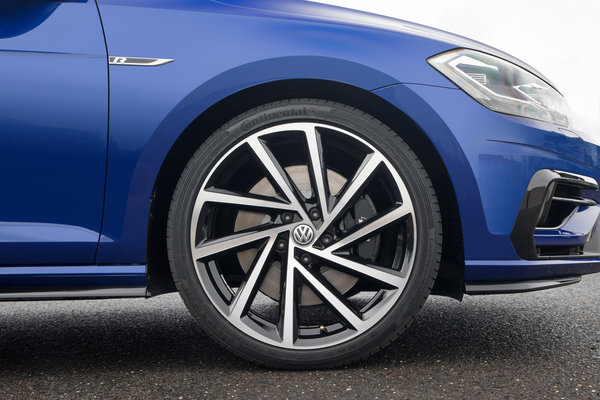 2018 Volkswagen Golf R 5d Wheel