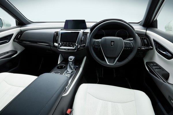 2017 Toyota Crown Interior