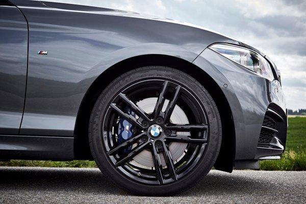2018 BMW 2-Series M240i xDrive Coupe Wheel