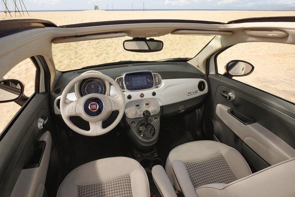 2018 Fiat 500 C Interior