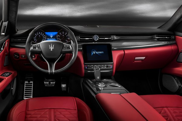 2019 Maserati Quattroporte GTS Interior