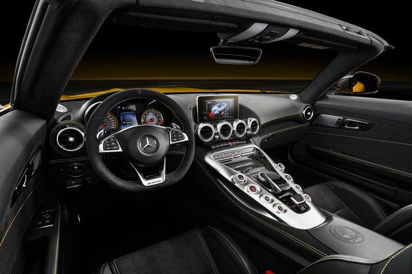 2019 Mercedes-Benz AMG GT S Roadster Interior