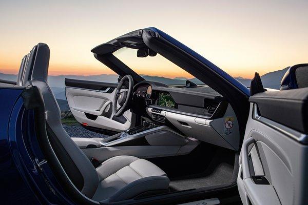 2020 Porsche 911 Carrera Cabriolet 4S Interior