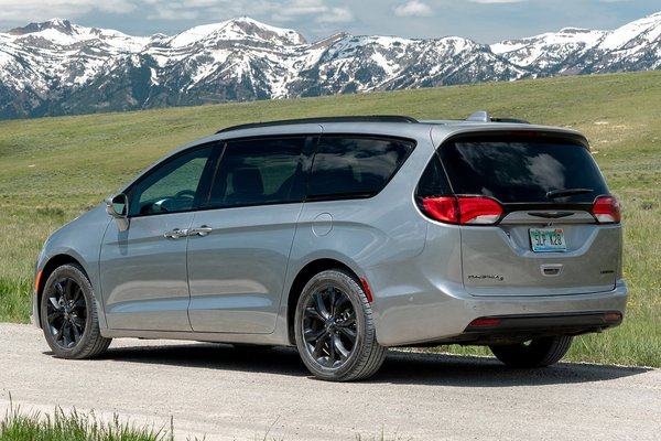 2020 Chrysler Pacifica Limited S Appearance package