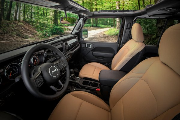 2020 Jeep Wrangler Unlimited Black & Tan Interior