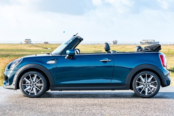 2021 Mini Convertible Sidewalk edition