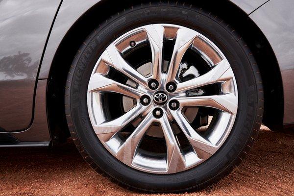 2021 Toyota Sienna Platinum Wheel