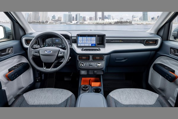 2022 Ford Maverick XLT Hybrid Interior